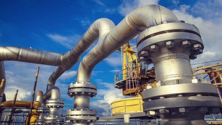 النفط يرتفع وسط تفاؤل بانتعاش سريع في الطلب العالمي