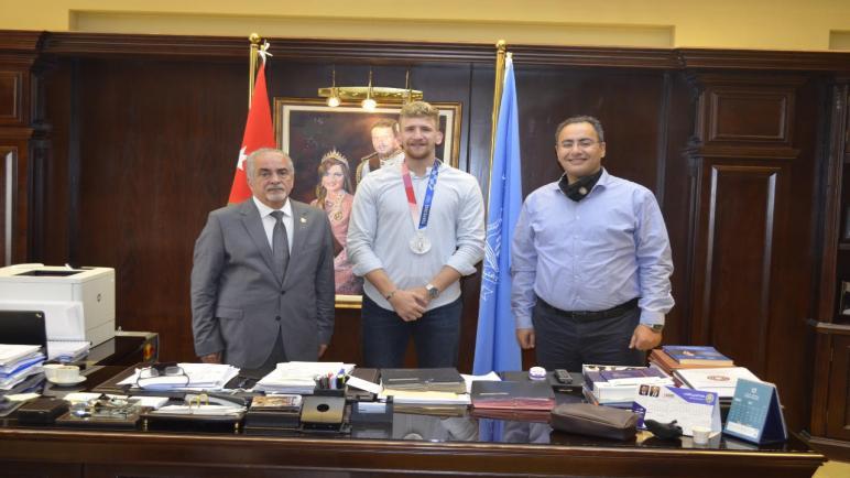 الشرباتي يشكر جامعة عمان الأهلية على الدعم المتواصل الذي تقدمه للرياضة الأردنية