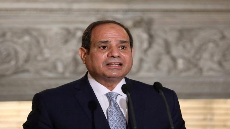 السيسي يقدم خدمات الرقابة المالية ورؤساء قناة السويس