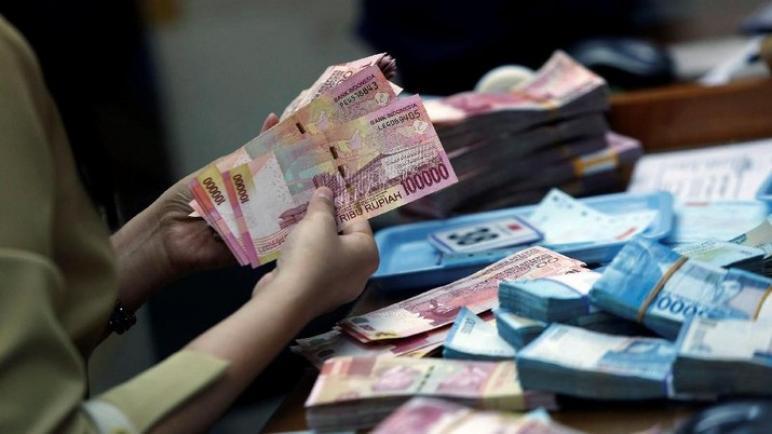 لقاح AstraZeneca ، يساهم في زيادة قيمة الدولار
