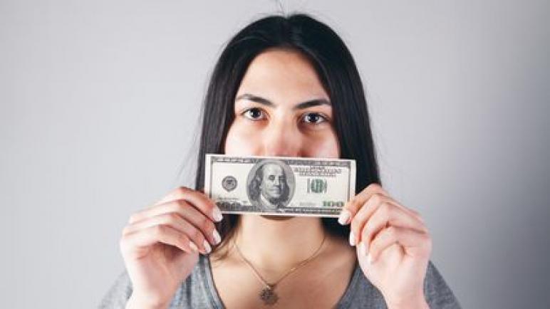هذه الأفكار تبعد عنك المال ، وتوقفك عن التفكير في ان تصبح ثريًا
