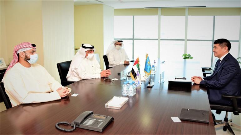 """""""مجموعة بريد الإمارات"""" تستقبل سفير كازاخستان لبحث إصدار طابع بريدي إماراتي-كازاخستاني مشترك"""