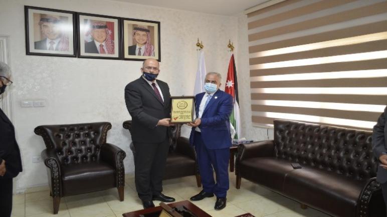 عمان الأهلية تتسلم شهادات ضمان الجودة لكليات : الحقوق والصيدلة وتقنية المعلومات والأعمال